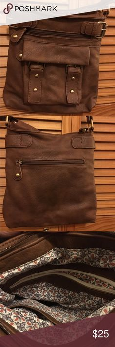 "Brown leather crossbody bag Beautiful brown leather crossbody bag. Smoke free home. 11""(H) 10""(L). Some very minor marks on the front. No rips, stains or tears interior. Unsure of brand as it is an older bag that has been loved 😊 Bags Crossbody Bags"