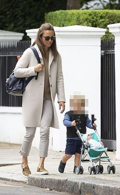 Kate Middleton Sister, Pippa Middleton Style, Carole Middleton, Middleton Family, Disney Inspired Fashion, Disney Fashion, Leopard Print Trainers, Pippa And James, Taylor Swift Outfits