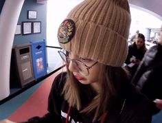 Animated gif discovered by zephyra. Find images and videos about gif, blackpink and kpop gif on We Heart It - the app to get lost in what you love. South Korean Girls, Korean Girl Groups, Bp Video, Winner Ikon, Boy Gif, Korean Ulzzang, Couple Illustration, Blackpink And Bts, Blackpink Photos