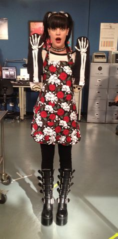 Abby's totally awesome cooking outfit! ~http://twitter.com/PauleyP