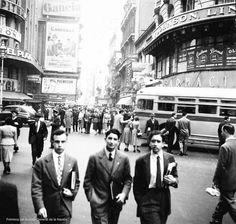 Florida y Diagonal Norte. Década de 1950. Times Square, Diagonal, Street View, Couple Photos, Couples, Google, Cities, Argentina, Fotografia
