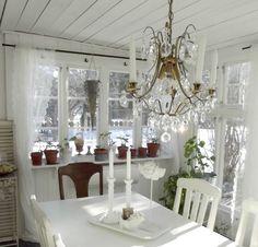 Änglarnas hus - Vintage in romantic style: vårkänslor - då skapar jag ljusa stilleben #romantic #vårkänslor #vintage #inredning