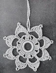 FREE crochet pattern for a Curtain Pull made available by Free Vintage Crochet. Thread Crochet, Love Crochet, Crochet Motif, Crochet Doilies, Crochet Flowers, Filet Crochet, Easy Crochet Projects, Crochet Crafts, Vintage Crochet Patterns