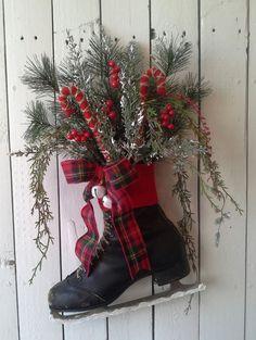 Wreath, Black Ice Skate, Holiday ice Skate, Christmas Decoration, Door decor, wall decor, Rustic Cottage, Log cabin