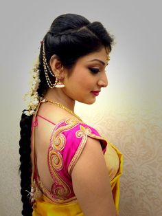 Here we have a list of gorgeous engagement hairstyles that'll make you look like a queen on your perfect day! Hope you will like these engagement haircuts. Indian Bridal Fashion, Indian Bridal Wear, Engagement Hairstyles, Traditional Hairstyle, Indian Bridal Hairstyles, Saree Hairstyles, Curly Hairstyles, Hairdos, Bridal Braids