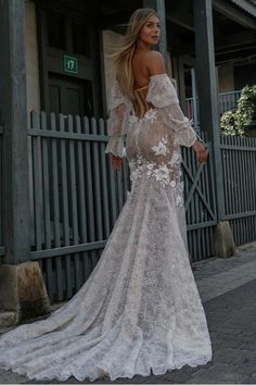 #BERTA Privée major back goals Berta Wedding Gowns, Berta Bridal, Wedding Dress Trends, Wedding Ideas, Couture Collection, Bridal Collection, Strapless Sweetheart Neckline, Bridal Dresses, Dream Wedding