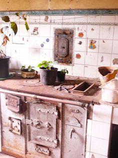 Old Stove, Stove Fireplace, Higher Design, Restaurant, Door Knobs, Decoration, Vintage Kitchen, Double Vanity, Homemade
