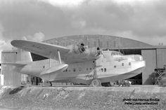 National Airways Corporation (NAC) Short Sunderland flying boat (ZK-AMK) 'Takitimu', at Hobsonville, West Auckland Sea Plane, Float Plane, Flying Ship, Flying Boat, Nz History, African History, Short Sunderland, Australian Airlines, Amphibious Aircraft