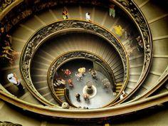 Taking photos at Vatican Museum. Ferragosto 2008 (image)
