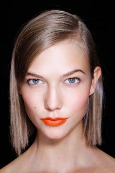 Love this makeup look on Karlie Kloss // #Orange #Lips #Blush #Beauty
