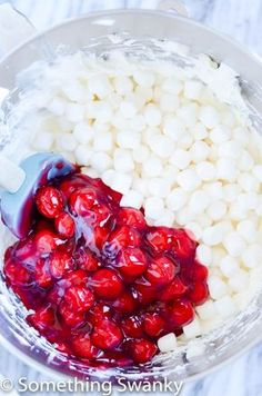 Cherry Cheesecake fluff is and easy and delicious side dish that is perfect for summer BBQ and potlucks. So light and fluffy, you won't be able to resist! (Dessert Recipes For Summer) Fluff Desserts, Köstliche Desserts, Delicious Desserts, Dessert Recipes, Yummy Food, Birthday Desserts, Cake Birthday, Spanish Desserts, Cherry Desserts