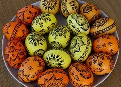 Lemko style pysanky with wax left on. Egg Crafts, Easter Crafts, Diy And Crafts, Easter Egg Pattern, Egg Tree, Easter Egg Designs, Ukrainian Easter Eggs, Faberge Eggs, Coloring Easter Eggs