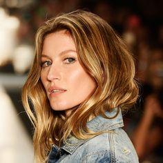 Entenda a tendência que atualizou o famoso loiro dos fios Gisele Bündchen - Efeito Tartaruga é a nova moda para cabelos
