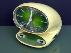 Art,fashion,design,technology etc from the atomic space age Mid Century Art, Mid Century Decor, Mid Century Style, Retro Futuristic, Futuristic Design, Vintage Design, Retro Design, Design Design, Retro Alarm Clock