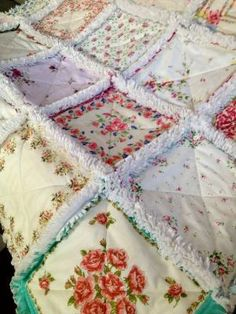 Here is a Vintage Handkerchief Rag Quilt. Each one of my hanky quilts are one of a kind, different and special. I lo♥e this quilt. Patchwork Quilting, Crazy Quilting, Crazy Patchwork, Fabric Crafts, Sewing Crafts, Diy Crafts, Quilting Projects, Sewing Projects, Craft Projects