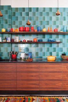 Wir lieben es BUNT! In dieser farbenfrohen Küche ist gute Laune genauso vorprogrammiert wie leckeres Essen!  Photocredit: Fantastic Frank