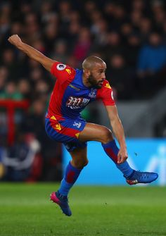 Andros Townsend of Crystal Palace shoots on goal during the Premier League match between Crystal Palace and Tottenham Hotspur at Selhurst Park on April 26, 2017 in London, England.