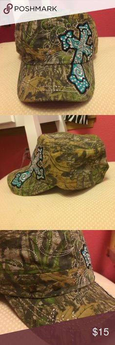Mossy oak hat Adjustable back, mossy oak camouflage hat with real cross, studs and diamonds! Brand new, didn't come with tags but still has cardboard liner in it! mossy oak Accessories Hats