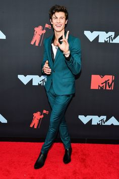 Shawn Mendes flies solo without girlfriend Camila Cabello on MTV VMAs 2019 red carpet - Dolcify Celeb Highlights Mtv Video Music Award, Music Awards, Mtv Music, Shawn Mendes Imagines, Dolce & Gabbana, David Yurman, Mendes 98, Elite Model, Shawn Mendes Wallpaper