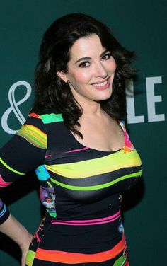 Nigella Lawson Plastic Surgery – Probably Happened Because She Looks Very Youthful Who Is Nigella Lawson? Nigella is British beauty most known for her cooking Chef Nigella Lawson, Barnes And Noble Books, Tv Presenters, Sexy Older Women, Celebs, Celebrities, Skin Tight, Beautiful Women, Beautiful Smile