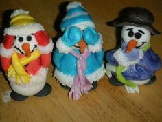 I made them out of fondant.