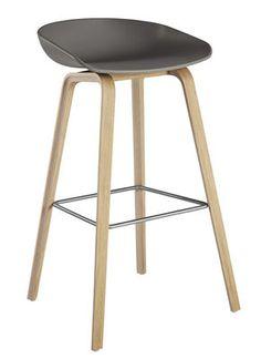 Tabouret de bar About a stool AAS 32 / H 75 cm - Plastique & pieds bois Gris / Pieds chêne savonné mat /  Repose pieds acier - Hay - Décoration et mobilier design avec Made in Design