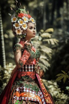 Bali, Indonesia - bueatiful dressed and adorned young women this is... *~♥️*Jo*♥️~*