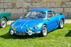 #Alpine #A110 à #Chantilly Arts et Elégance. Reportage complet : http://newsdanciennes.com/2015/09/07/grand-format-chantilly-arts-et-elegance/ #Classic_Cars #Vintage #Cars #Voiture #Ancienne