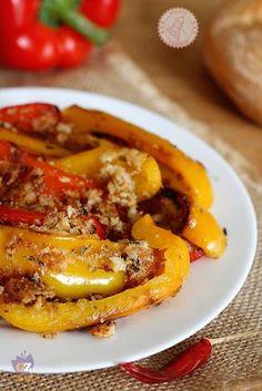 PEPERONI CON LA MOLLICA ricetta siciliana facile Healthy Cooking, Cooking Recipes, Vegetarian Recipes, Healthy Recipes, Good Food, Yummy Food, Sicilian Recipes, Antipasto, Gastronomia