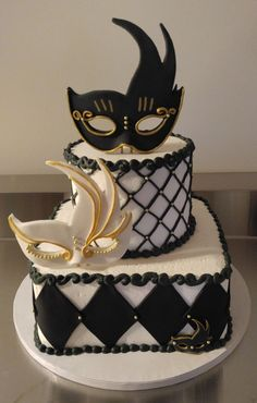 We will give you various cake design ideas for your reference Masquerade Party Cake, Masquerade Party Decorations, Sweet 16 Masquerade, Masquerade Wedding, Venetian Masquerade, Venetian Masks, Beautiful Cakes, Amazing Cakes, Vintage Bakery