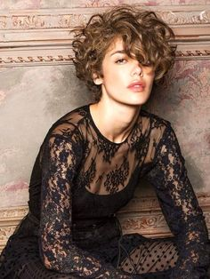 28 Stylish Short Haircuts For Girls Short haircuts are making a huge comeback. They are not only (mostly) easy to style and maintain, they are playful, stylish and sexy, too! You might not think you can pull it off, but there are so man Curly Hair Styles, Curly Hair Cuts, Long Curly Hair, Wavy Hair, Short Hair Cuts, Fine Hair, Hair Updo, Stylish Short Haircuts, Short Curly Haircuts