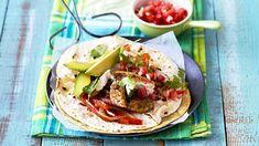This delish Mexican dish of Chicken Fajitas has a new twist – add pesto and coriander for a tasty and filling treat! Homemade Dumplings, Chicken Fajitas, Weeknight Dinners, Mexican Dishes, Coriander, Pesto, Make It Simple, Delish, Avocado