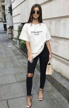 oversized t-shirt outfit oversized t-shirt Hipster Outfits, Mode Outfits, Fashion Outfits, Jeans Fashion, 70s Fashion, Winter Fashion, Girl Fashion, Fashion Tips, Oversized Tshirt Outfit