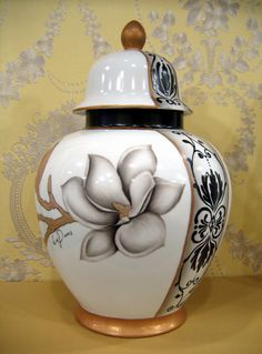 SOONOK 포슬린 아트 아카데미 Glas Art, Painted Vases, Crystal Vase, China Painting, Glass Ceramic, Ginger Jars, Beautiful Drawings, Pictures To Paint, China Porcelain
