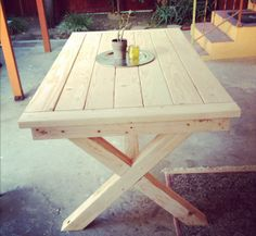 Outdoor Toscana Table - 15 Timeless DIY Outdoor Table Plans and Tutorials Diy Outdoor Furniture, Diy Furniture Projects, Diy Furniture Plans, Pallet Furniture, Garden Furniture, Diy Projects, Outdoor Decor, Outdoor Dining, Diy Picnic Table