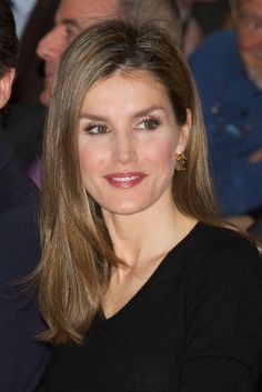 Queen Letizia of Spain Long Straight Cut - Princess Letizia sported a casual yet stylish straight hairstyle during the Barco de Vapor Literature Awards.