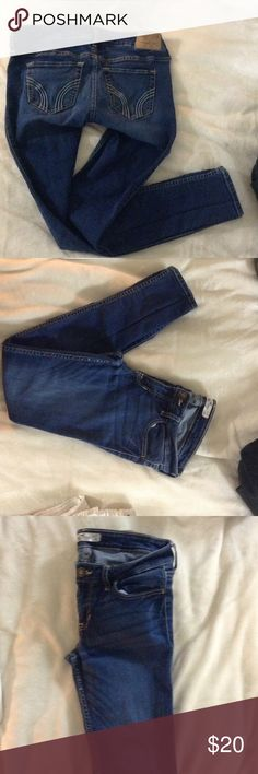 Medium/Dark Wash low rise super skinny jean Good/Fair condition, no rips or stains. Hollister Jeans Skinny