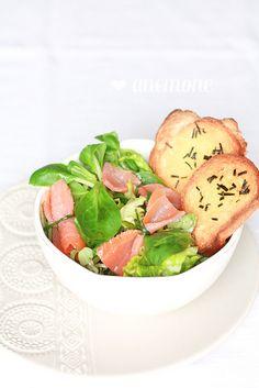 Insalata con fiocchetti di salmone e crostini by anemone's corner, via Flickr