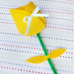 tarjeta del Día de la Madre en forma de flor