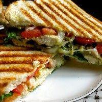 recept-panini-met-kip-pesto-en-mozzarella