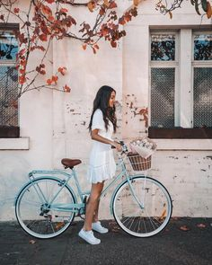 A l and y n a – girl photoshoot poses Aesthetic Photo, Aesthetic Pictures, Photography Aesthetic, Aesthetic Girl, Looks Con Converse, Velo Vintage, Girl Photo Shoots, Bicycle Girl, Outfit Trends