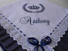 Manta em Piquet bordada a máquina personalizada com nome e desenho.  Acabamento em tecido 100% algodão,Laise e passa fita.forrada com tecido 100% algodão.