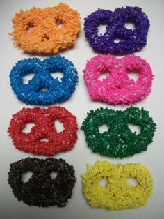 """These pretzels will lighten up any party or favor bags! hand made and always made to order these come in several colors and variations:  Choose a color Jimmie Sprinkle:    Orange  Purple  Blue  Pink  Green   Red  Chocolate  Yellow      YOU WILL GET 24 PIECES SHIPPED SECURED IN A """"PARTY BOWL"""" READY FOR PRESENTATION ....  PLEASE E-MAIL ME WITH ANY QUESTIONS GREAT FOR CORPORATE FUNCTIONS BUSINESS PARTIES, GIFTS ...    Thank you for visiting The Brittle Box Candy Co. we offer candies in bulk, we…"""