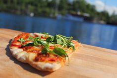 Bruschetta, Vegetable Pizza, Finland, Tasty, Vegetables, Ethnic Recipes, Food, Essen, Vegetable Recipes