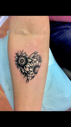 50 New Ideas Tattoo Sunflower Sleeve White Ink Sunflower tattoo – Fashion Tattoos Sunflower Tattoo Shoulder, Sunflower Tattoo Small, Sunflower Tattoos, Sunflower Tattoo Design, Sunflower Mandala Tattoo, Pretty Tattoos, Cute Tattoos, Body Art Tattoos, New Tattoos