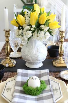 Spring in the kitchen. Join me & get ideas & inspiration for spring/Easter decor & table design. I am joined by 24 other fabulous bloggers. Don't miss out!