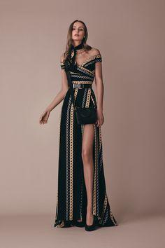 The complete Elie Saab Pre-Fall 2019 fashion show now on Vogue Runway. / - The complete Elie Saab Pre-Fall 2019 fashion show now on Vogue Runway. Couture Fashion, Runway Fashion, High Fashion, Fashion Trends, Fashion Fashion, Gold Fashion, Fashion 2018, Elegant Dresses, Pretty Dresses