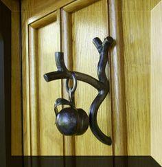 unusual door knockers – 46 Stylish Home Interior Ideas That Will Inspire You – unusual door knockers – Source Door Knockers Unique, Door Knobs And Knockers, Knobs And Handles, Door Handles, Cool Doors, Unique Doors, Porte Cochere, Door Accessories, Door Furniture