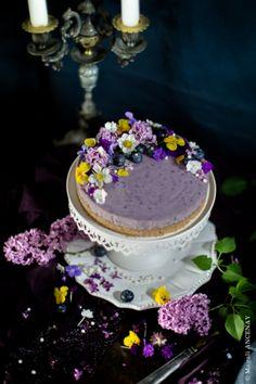 peu calorique lger et parfum cette version aux myrtilles apportera sur votre table un ct printanier avec sa dcoration florale