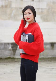 red oversized chunky-knit sweater + black skinnies + red lip